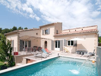 Photo for Large heated pool house * in Provence, with dominant views (sleeps 11)