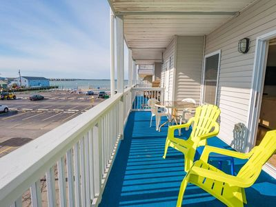 Photo for Bay View 2 BR w/ Pool, Docks, 1 Block to Beach