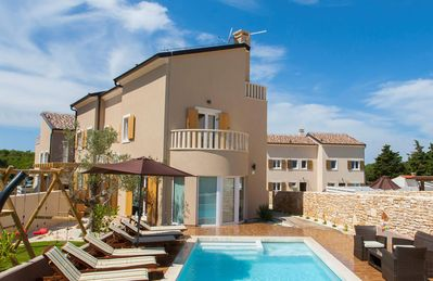 Photo for Luxury villa with pool, jacuzzi and sauna, close to the beach and nature park.