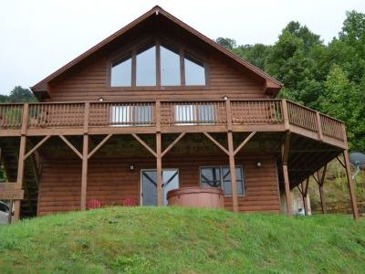 Photo for A Starry Night-spacious 2 bedroom, 2 bath log home with extra sleeping den, hot tub, wifi.