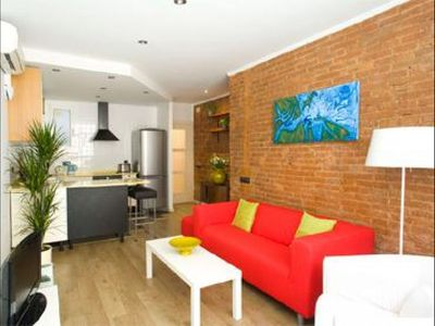 Photo for Rambla y Playa apartment in Poblenou with WiFi, integrated air conditioning & lift.