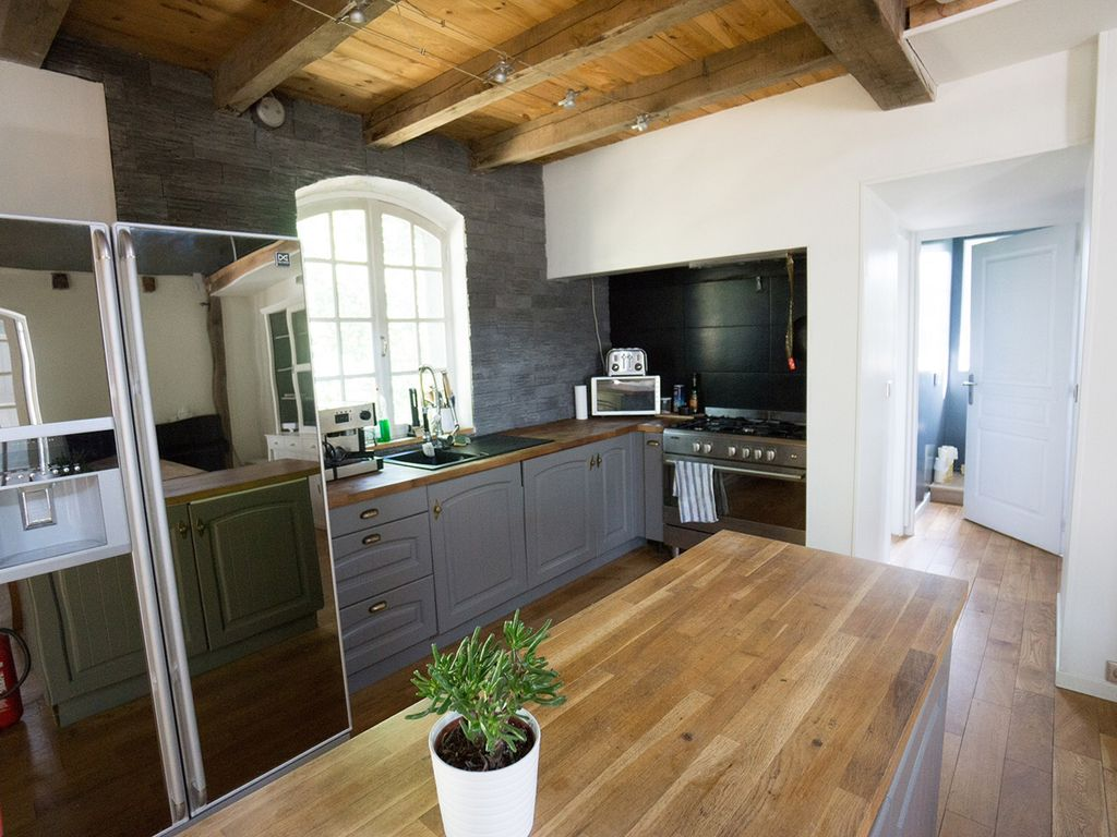 very calm house in the heart of the volcanoes of auvergne. Black Bedroom Furniture Sets. Home Design Ideas