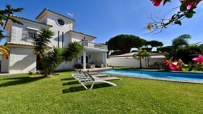 Photo for Villa Morales with private pool of 11x4m, 3km from La Barrosa beach