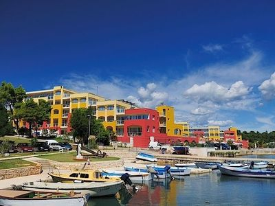 Photo for Comfortable apartments, located on a resort with many facilities directly on the Adriatic coast.