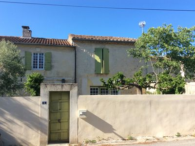Photo for Pretty village farmhouse with garden, quiet and sunny in the heart of the Alpilles