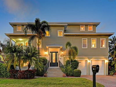 200' from Beach, Heated Pool and Spa, Upscale Furnishings, Elevator
