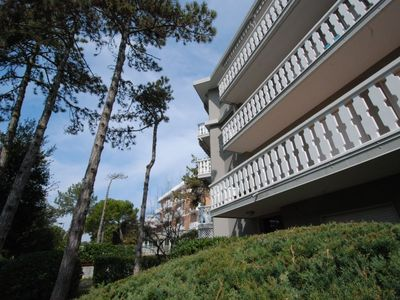 Photo for Apartment in the center of Lignano Sabbiadoro with Air conditioning, Parking, Terrace (32005)