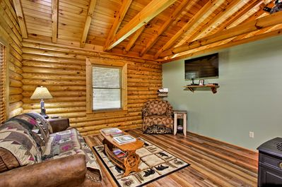 The cabin is ideal for up to 6 guests.