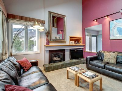 Photo for Cheerful condo w/ balcony & shared pools, hot tub, and tennis - close to skiing!