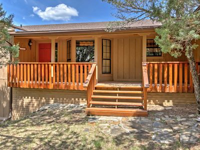 Ruidoso House w/ Deck & Hot Tub - 5 Mins to Town!