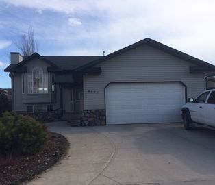 Family Friendly Home Located N A Great Community Only 45 Minutes From Calgary