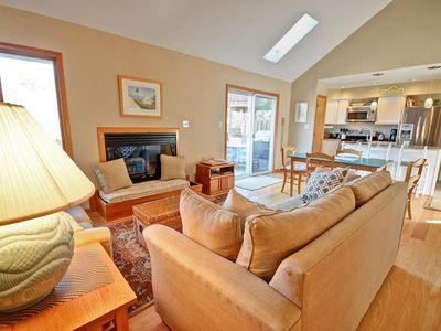 Photo for Cozy 3 bedroom 2 bath Cottage Close to Beaches