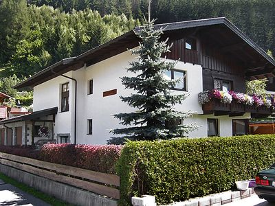 Photo for Apartment Spörr in Matrei am Brenner - 8 persons, 3 bedrooms
