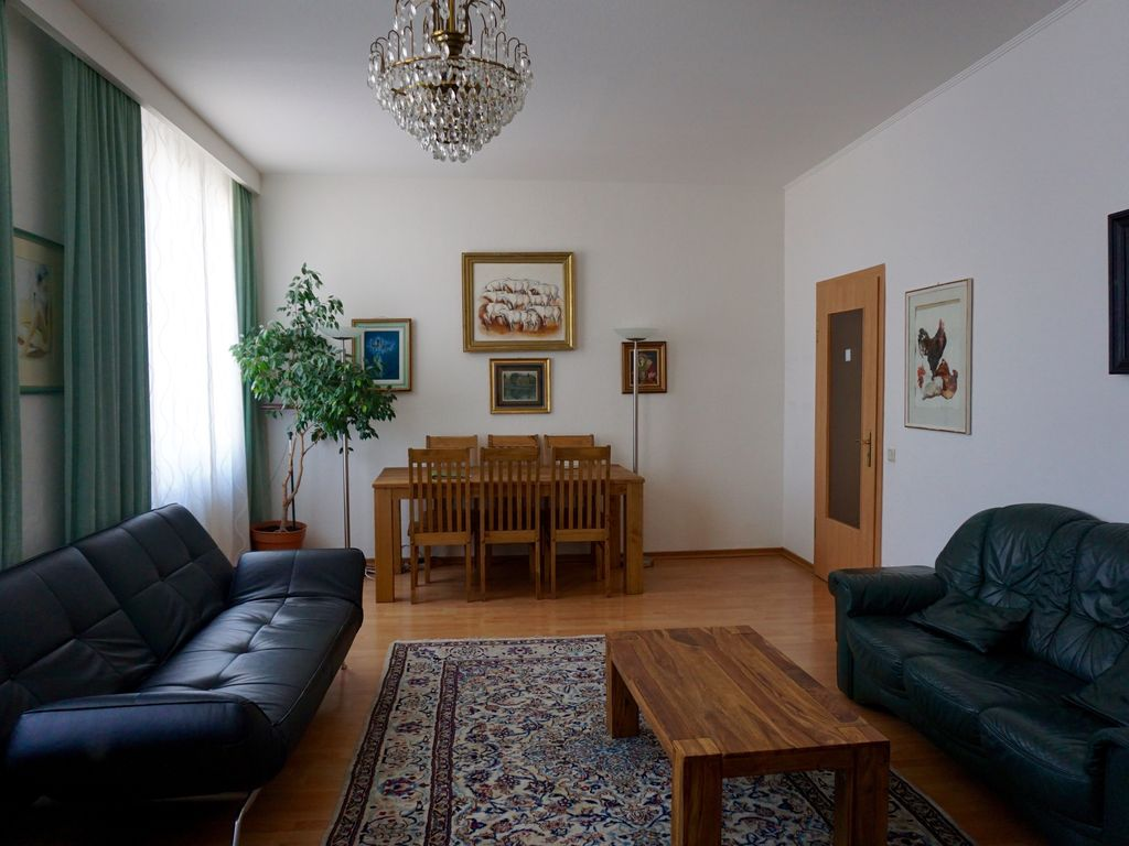 100sqm 4 bedroom Apartment, 5 mins walk to the Cathedral