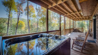 A Piece of Paradise awaits at this luxury cabin in the Aska Adventure Area!