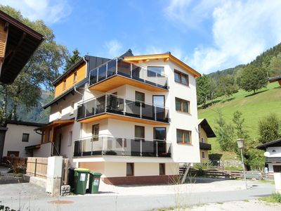 Photo for Luxury penthouse near the ski slope with a great roof terrace and a lake view