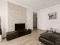 The location is perfect for visitors to the city. Easy walking distance to many tourist sights and