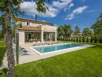 Photo for Villa for 8 persons with swimming pool and whirlpool, Vizinada