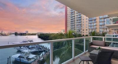 Photo for MIAMI BEACH/SUNNY ISLES - GRACIOUS 2 BEDROOM/2 BATHROOM WITH STUNNING VIEWS (6 GUESTS)