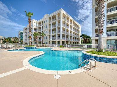 Photo for Spacious condo near the beach w/shared pools - Snowbirds welcome!