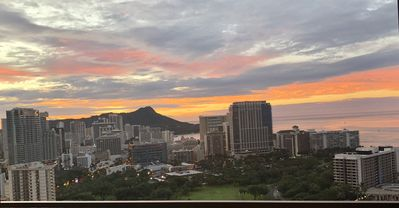 Waikiki Luxury PH Condo with Breathtaking Ocean View and Location