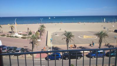 Photo for F2 bright seafront in Canet beach with WIFI