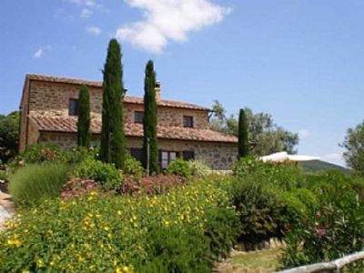 Photo for Beautiful large ground floor  Apt. with Pool in Heart of Umbrian Countryside