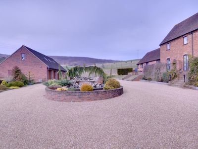 Photo for Quaint Holiday home in Boughton Lees with Garden