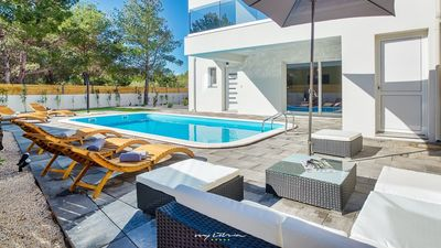 Photo for Modern villa with pool 200m from the beach