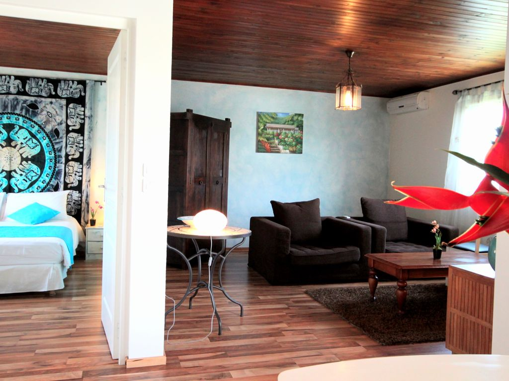 Large upmarket apartment for 2 pers. 2 minutes from downtown St Pierre
