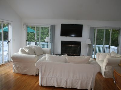 Photo for Bright, Open, Uncluttered - Walk to Beautiful Bay Beach, Heated Pool,