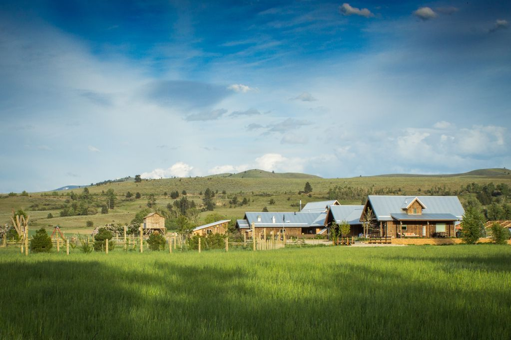 ABC acres Guest House - Agritourism & Adventure in Montana's Bitterroot  Valley  - Hamilton