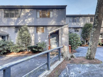 Photo for Centrally-located townhouse w/open kitchen & balcony