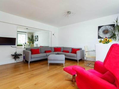 Photo for This lovely home is the perfect place to explore Central London (veeve)