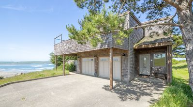 Photo for 'Wabi Tei' Serenity with Panoramic Ocean View. Hot Tub, BBQ, XBOX, WiFi, Pets OK