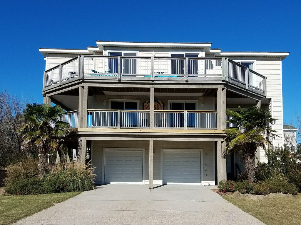 Stunning 3 story beach house with 40 39 pool vrbo for Three story beach house