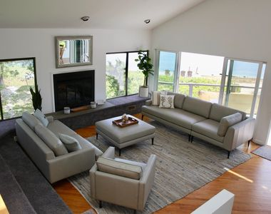 Photo for Spectacular Beachfront Contemporary (5 bedroom) in Wine Country