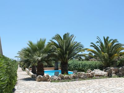 Photo for Case Selinuntine - apartments in villa with pool and garden in Selinunte