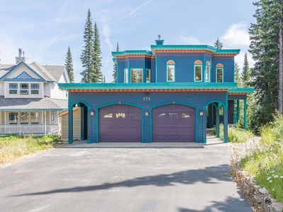 Photo for Queenski - Newly updated, modern home, 4 bedrooms and 4.5 bathrooms