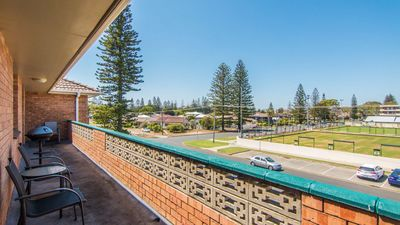 Photo for Seabreeze 5 - Opposite Tuncurry Bowling Club!