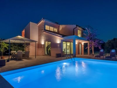 Photo for Beutiful Eclectic Villa With Swimming Pool