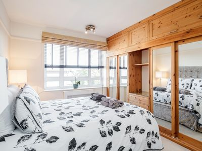 Photo for SOUTH KENSINGTON · ✪ King Bed 2BR Flat ✪: 5-Star Stay in Kensington