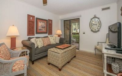 Photo for Cozy Condo steps from Coligny Plaza and the beach