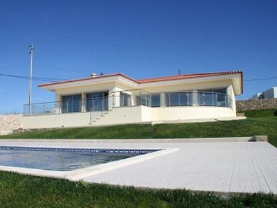 Photo for 3 bedroom Villa, sleeps 6 in Foz do Arelho with Pool and WiFi