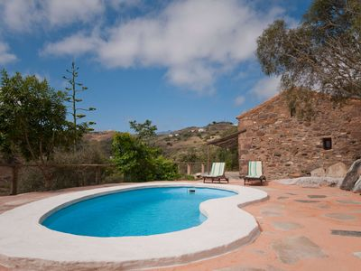Photo for Holiday cottage with private pool in Las Palmas