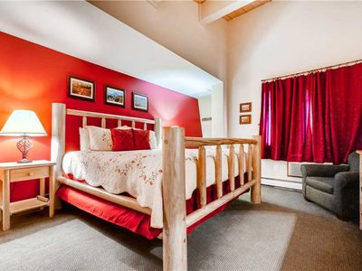 Photo for Top Floor 4 Bedroom Condo - Pool, Hot Tubs, Sauna and More!