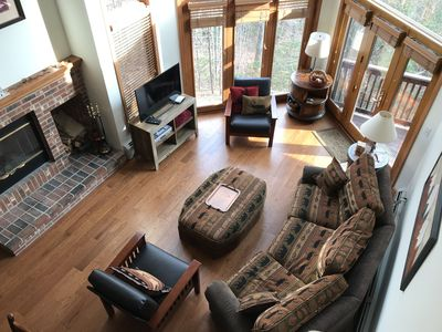 C7 Beautifully appointed slopeside end unit townhome with fireplaces, jacuzzi, great yard!