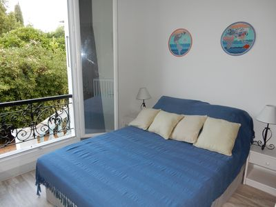 Photo for Apartment in villa with garden 60 metres away from the beach, Parking, Wi-Fi