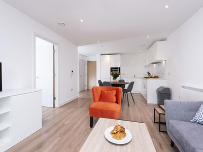 Photo for Lovely Spacious 1 Bed Studio - Ideal for Business or Leisure