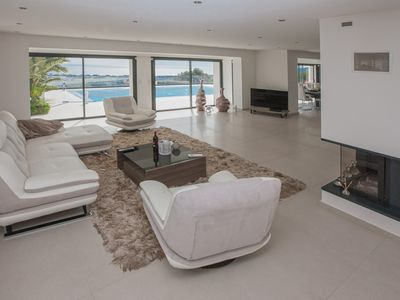 Photo for Villa with pool overlooking Cannes Bay in Mandelieu